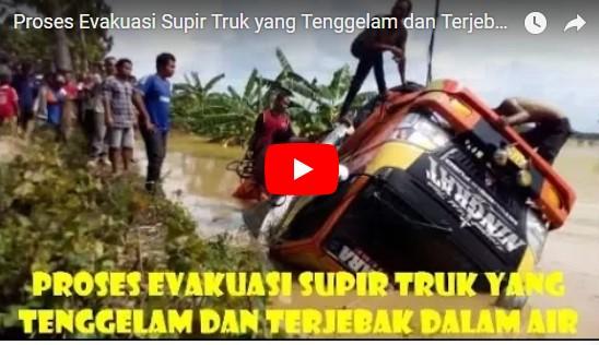 [Video] Truk Tambang Terguling di Sungai, Sopir Sempat Terjebak dan Tenggelam