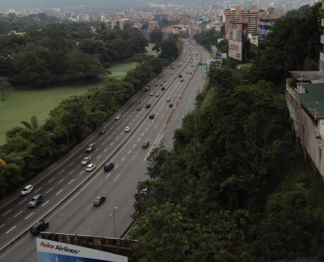 Venezolanos acatan llamado a #ParoNacionalContraMaduro (+Fotos)