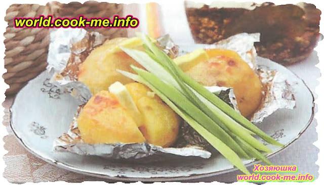 Картофель запеченный в духовке в фольге