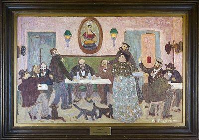 Cuadro Apuesta, del pintor uruguayo Pedro Figari. Varias personas apostando con barajas, sentadas a las mesas de una sala. Botellas de bebida y el retrato de una mujer decorando el lugar.