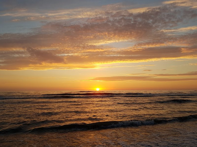 Vom Glück der Anreise nach Dänemark. Der Sonnenuntergang an der Nordseeküste in Dänemark ist immer eine Freude.