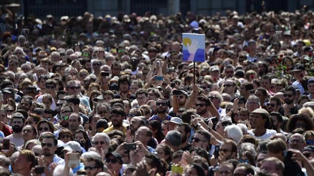 Conmemoran a víctimas del atentado terrorista en Barcelona