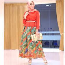 Model Busana Batik Untuk Pesta Modern Terbaru