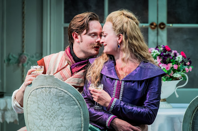 Mozart: Cosi fan tutte - Nick Pritchard, Eleanor Dennis - Opera Holland Park (Photo Robert Workman)
