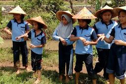 Belajar Sehari Menjadi Petani ~ Field Trip SD Labschool Unnes di Desa Wisata Kandri Semarang