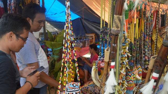 Assesoris Pernak-Pernik Suku Dayak