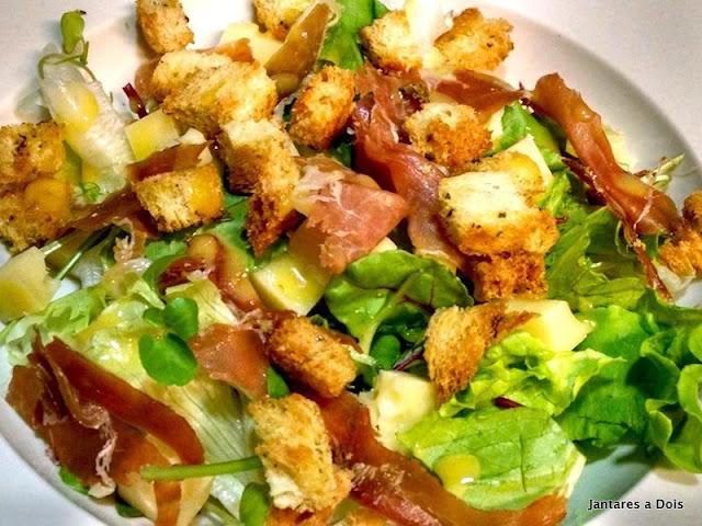 Salada de Folhas com Presunto de Parma