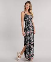 modelo é longo com estampa floral e fendas laterais. Possui uma tira para amarração na cintura. As alças são finas com regulagem