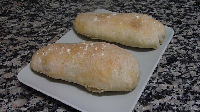 En esta receta os enseño a hacer pan vosotros mismos de manera súper fácil y opino que no hay nada mejor en esta vida que lo que hace uno mismo, así que esta receta triunfa sí o sí.