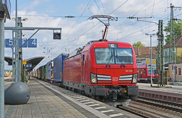 Sistem Kelistrikan Kereta Rel Listrik (KRL) di Indonesia