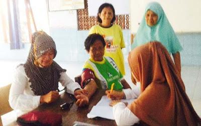 Jalan Diperbaiki TNI, Bidan Desa Semakin Leluasa Layani Warga