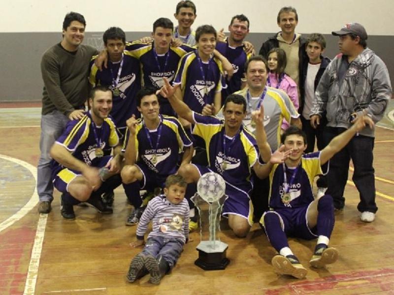 c3abfc7001 Madeireira Cassaniga é campeã do futsal. Time do bairro Vila Nova bateu o  time do Show Boll por 2 a 1 na final