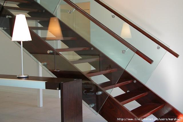 cầu thang gỗ lan can kính - mẫu số 1
