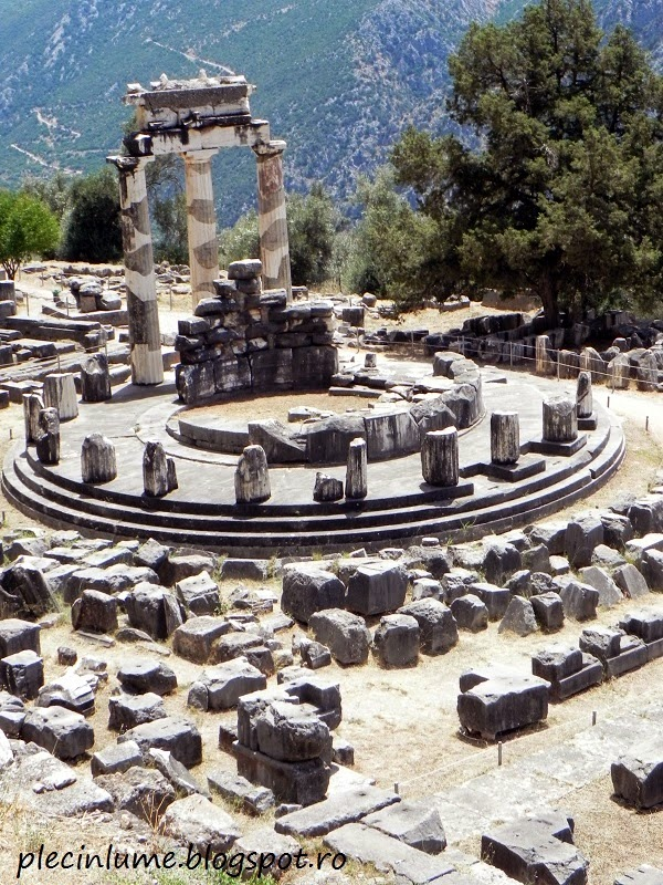 Sanctuarul Atenei Pronaia in Delphi