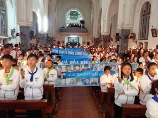 Bàn về việc Đặng Hữu Nam lợi dụng trẻ em, lợi dụng thánh lễ vào mục đích chính trị