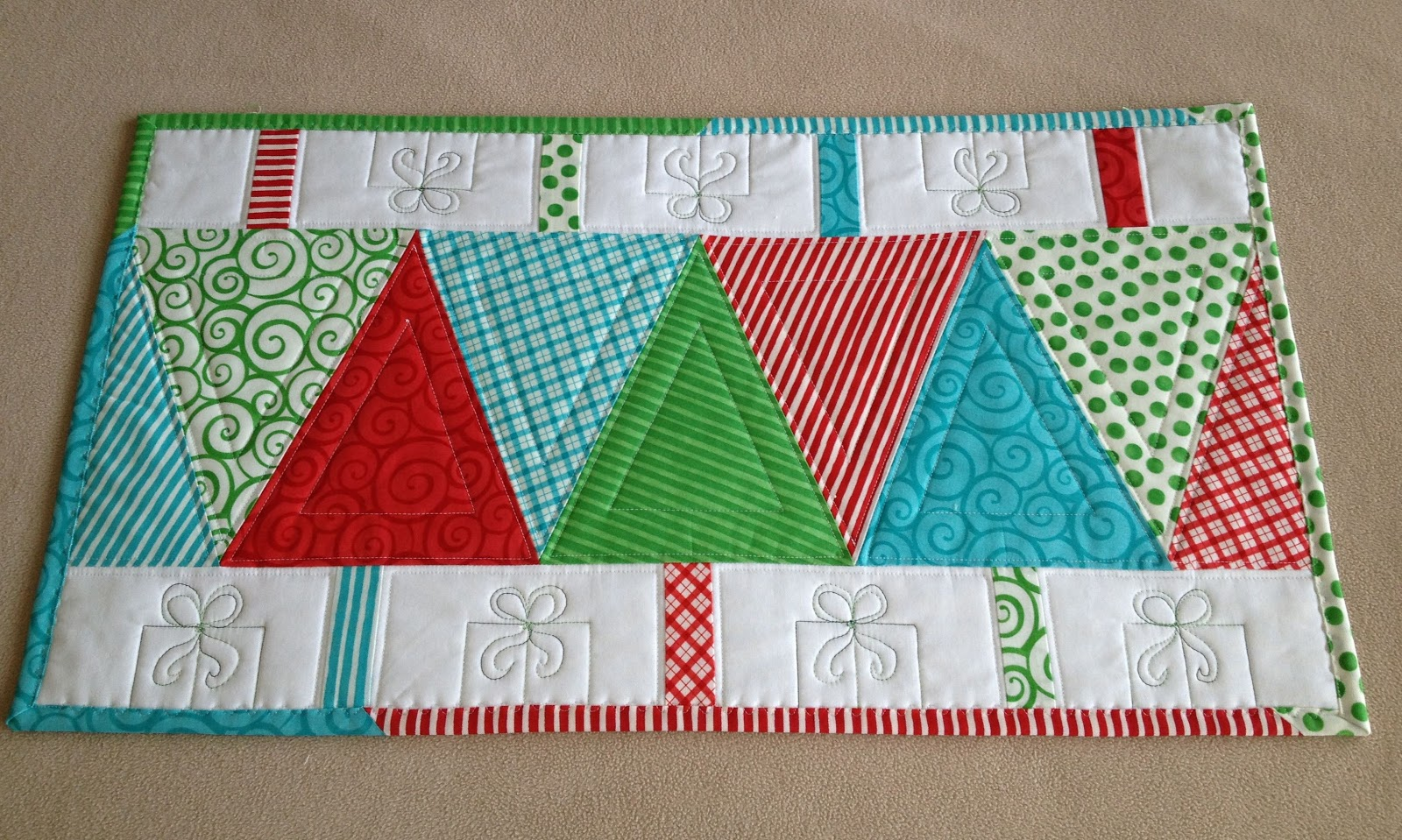 Table Runner: NEW 598 MODERN QUILTED TABLE RUNNER PATTERNS