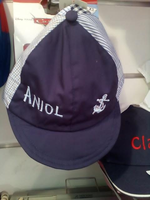 gorra con nombre bordado