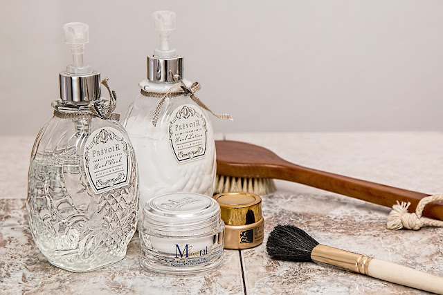 Domowy salon kosmetyczny: peeleng kawitacyjny oraz sonoforeza