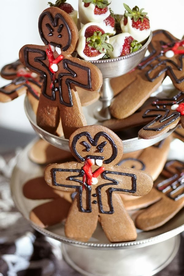 Gingerbread Halloween Vampire Cookies Recipe - via BirdsParty.com