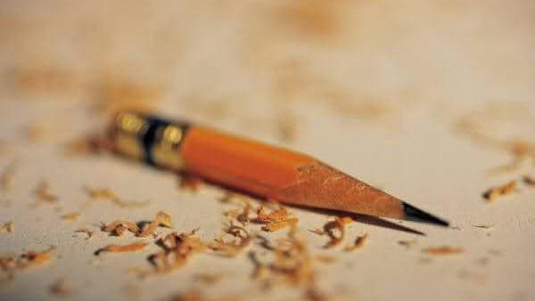 طفله تتعرض الى اختراق قلم رصاص في العين وصول الى المخ