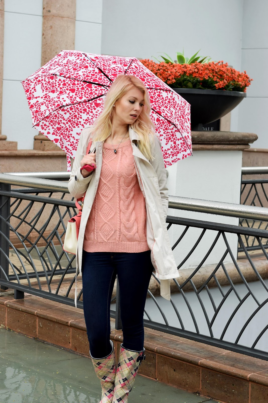 Romwe, knitted sweater, sweater, rainboots, color, colorful, heart umbrella, umbrella