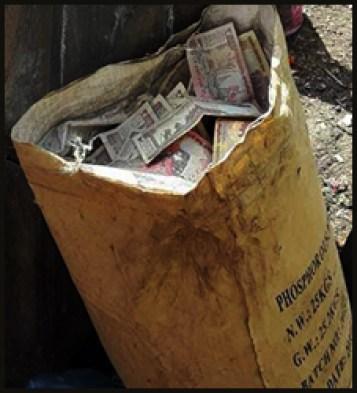 திருப்பூர்: அனாதையாக வீசப்பட்ட 60 லட்சம்! பணத்தை எடுக்க அடிதடி…
