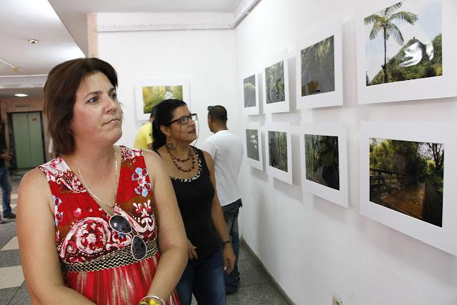 """se inauguró en el Museo Nacional de Historia Natural de Cuba la exposición fotográfica: """"El Bosque Pluvial del Yunque"""", del artista puertorriqueño Ramón Frontera Nieves."""