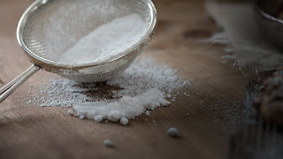cara menghilangkan karang gigi dengan baking soda kue powder