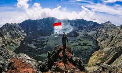 Keindahan Puncak Gunung Raung di Jawa Timur