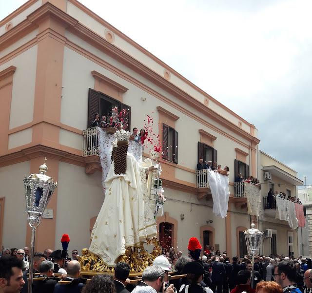 La processione della Madonna della Scala a Maggio