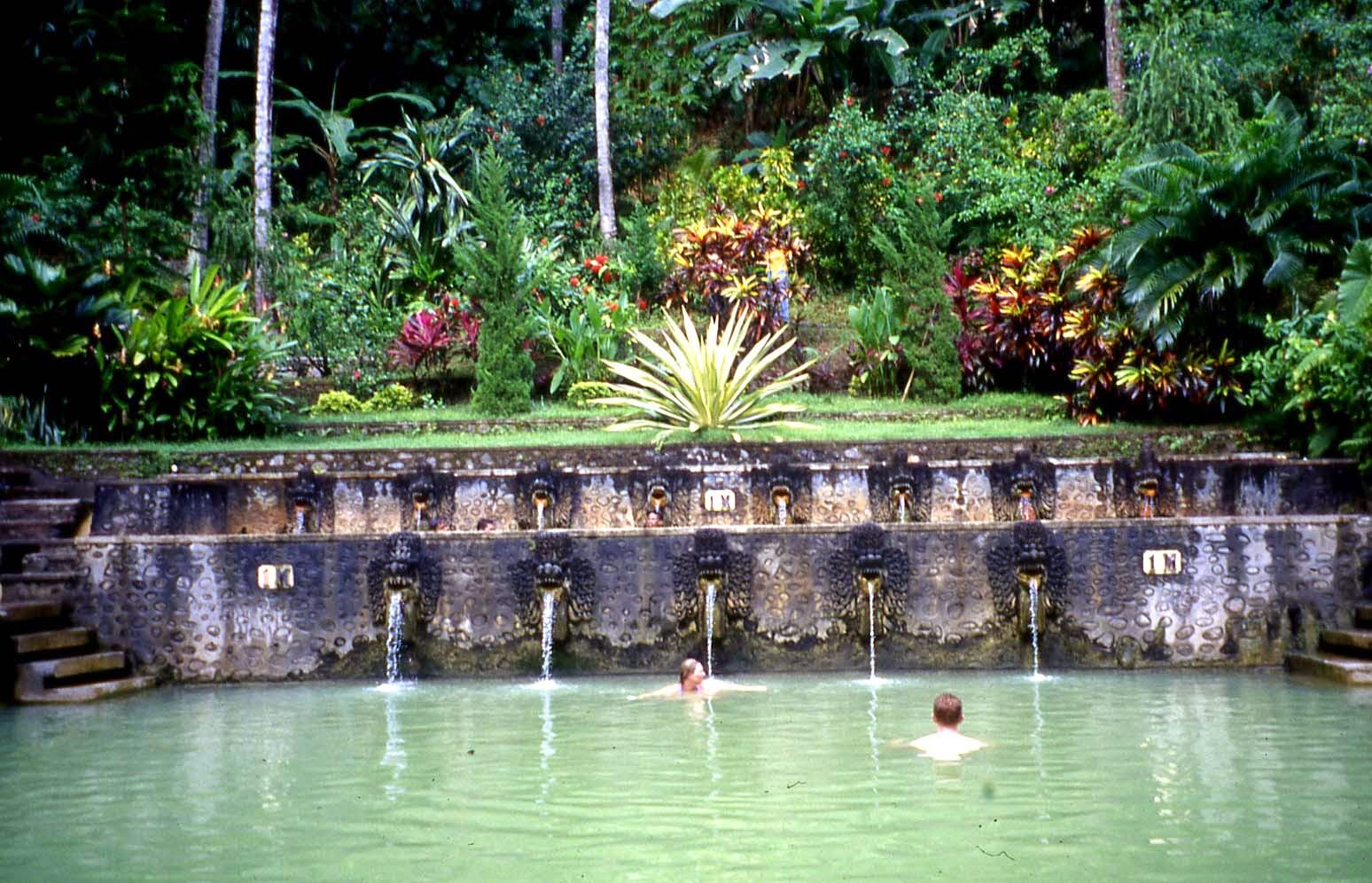 kolam besar air panas banjar