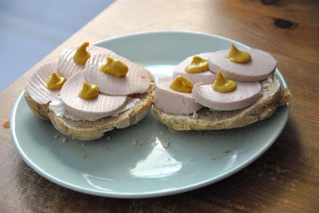Vegetarische Fleischwurst mit Senf