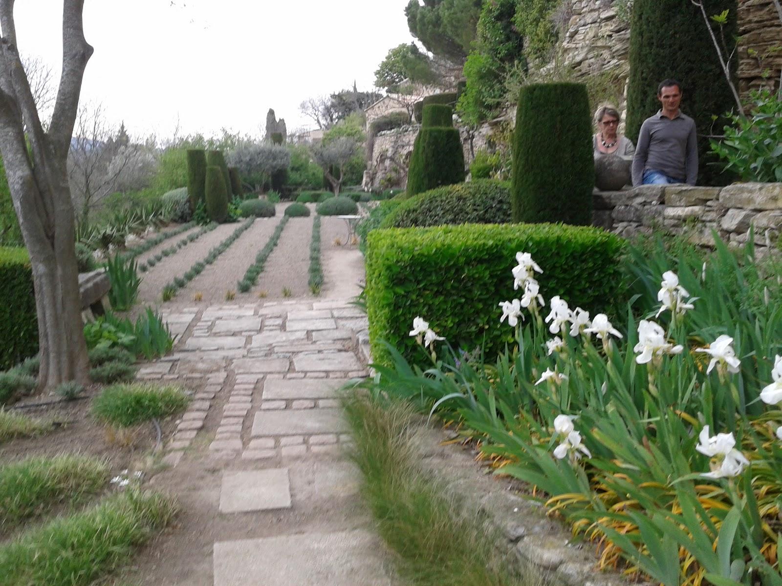 real provence jardin remarquable. Black Bedroom Furniture Sets. Home Design Ideas