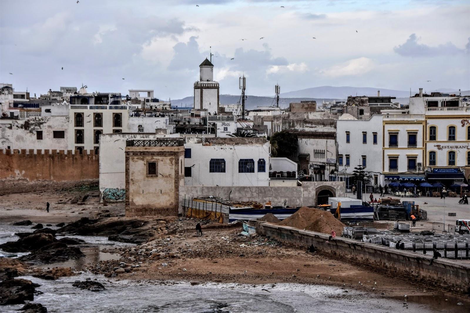 Mogador (Essaouira, As-Suwajra, الصويرة, Aṣ-Ṣuwayra, ṣ-Ṣwiṛa, ⵜⴰⵚⵚⵓⵔⵜ, Taṣṣurt) / Morocco (Maroko, ⵜⴰⴳⵍⴷⵉⵜ ⵏ ⵍⵎⵖⵔⵉⴱ, المملكة المغربية, Al-Mamlaka al-Maghribijja