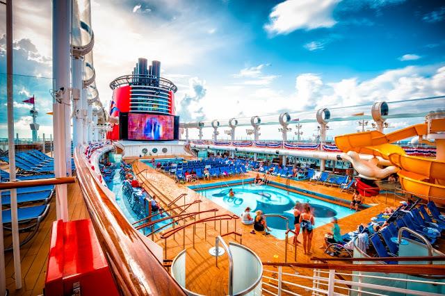 Piscina no navio da Disney