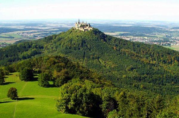 Vista del Castillo Hohenzollern desde el Zeller Horn (Alemania)