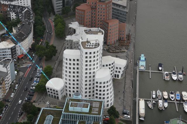 Rheinturm Dusseldorf white building