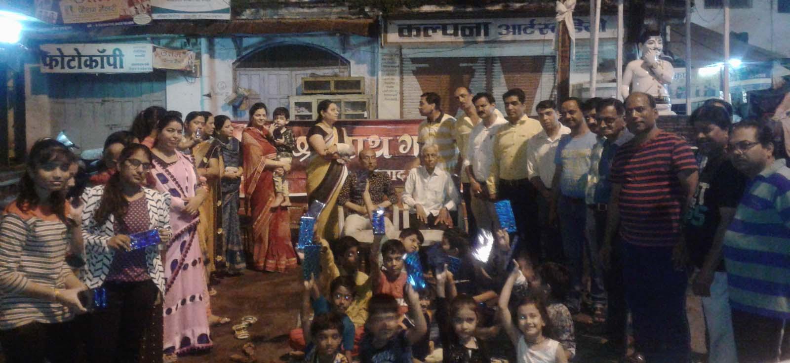 Jhabua News-श्री नाथ गणेश मंडल ने कार्यक्रम रखकर प्रतियोगिता में हिस्सा लेने वाले बच्चों को किया पुरस्कृत