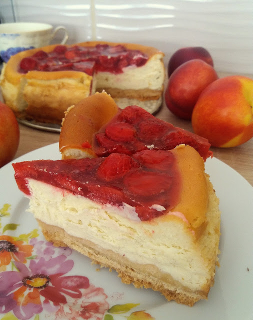 Sernik z truskawkami / Polish Cheesecake with Strawberry Topping