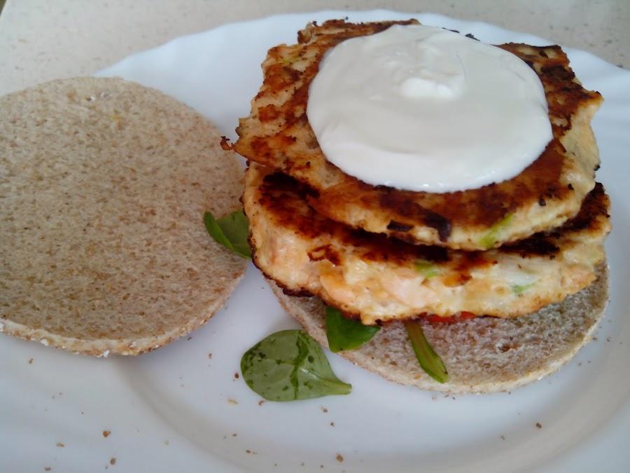 Imagen de la hamburguesa abierta con yogur griego