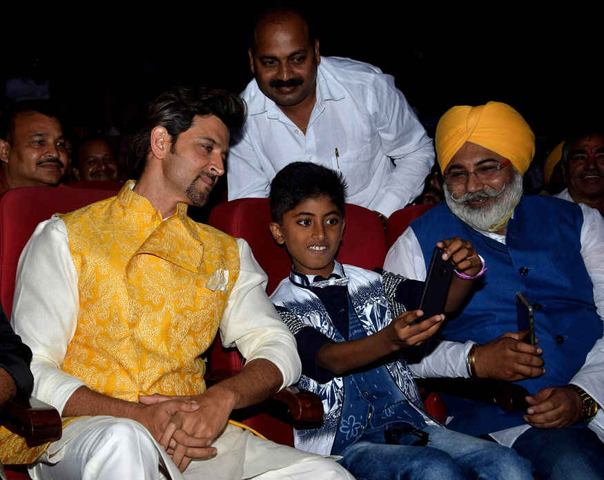 Hrithik Roshan Pays Tribute to 'Bhagat Singh' on his 110th Birth Anniversary