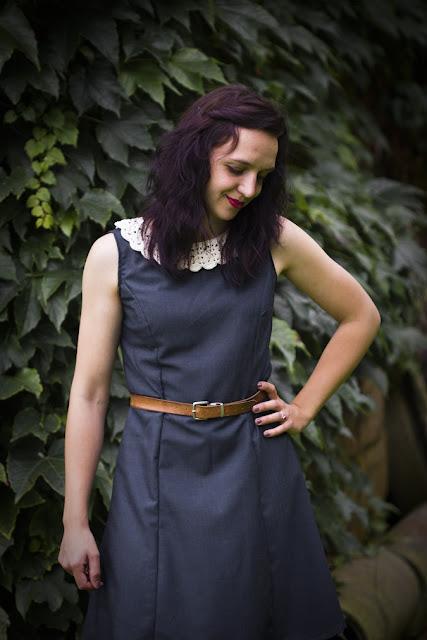 Kleid mit Häkelkragen