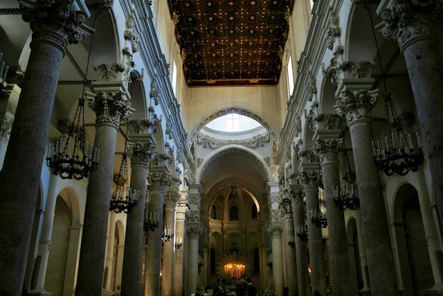 colonne, arcate, altare, monumento