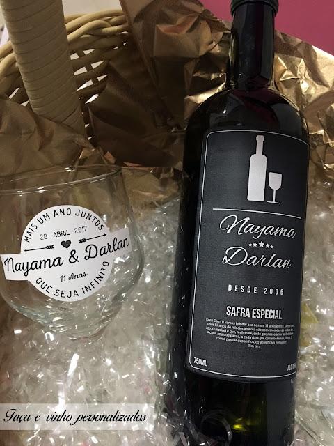 taça e vinho com layout personalizado