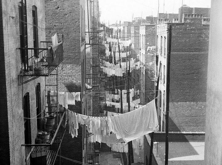 14 Amazing Vintage Photos That Capture Laundry Scenes In