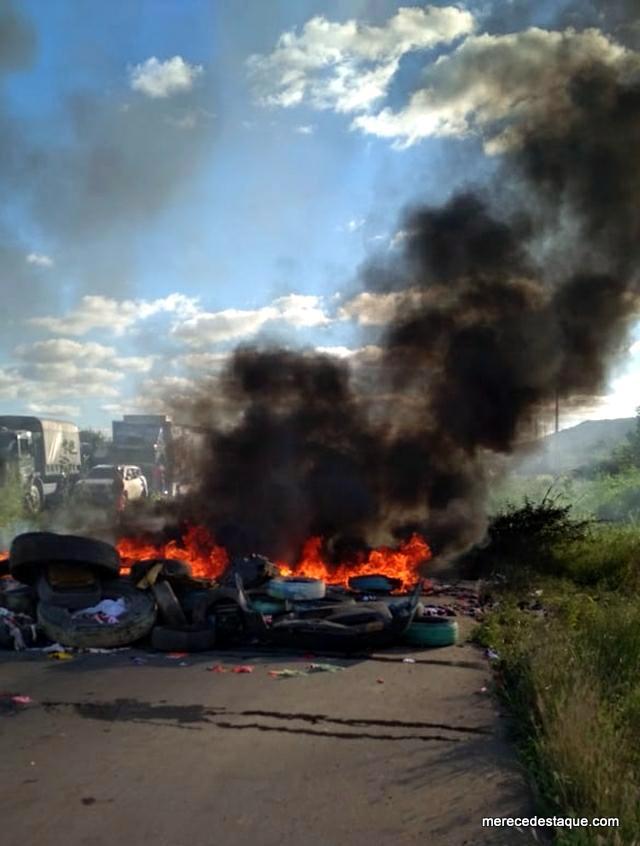 Novo protesto é realizado na PE-160, em Santa Cruz do Capibaribe