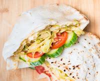 Sanduíche Picante de Repolho no Pão Pita (vegana)
