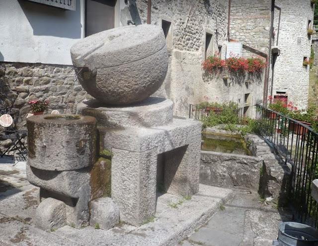 fontana nel borgo della Verrucola