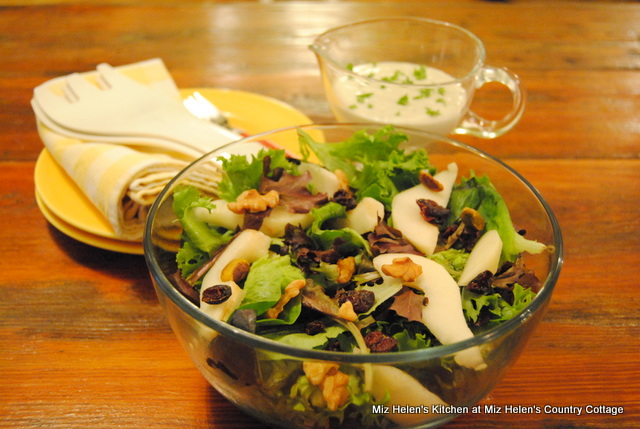 Pear Salad With Blue Cheese Ranch Dressing
