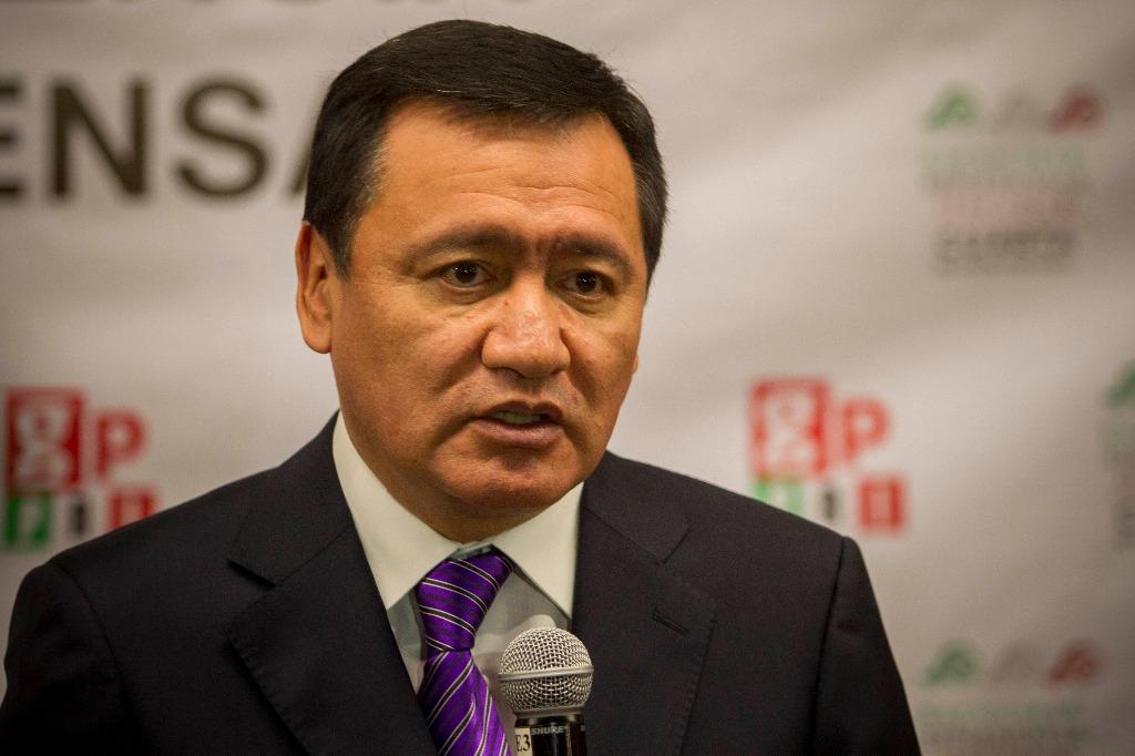 """""""88 pesos de salario mínimo al día es demasiado para un mexicano"""" Osorio Chong"""